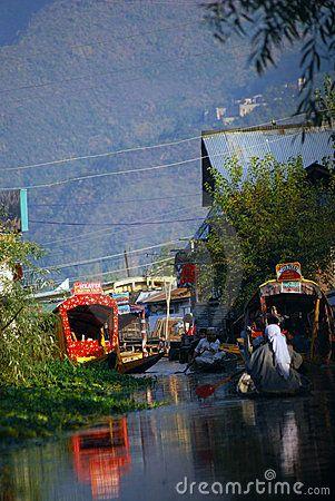 BOAT PEOPLE, SRINAGAR, KASHMIR Loved staying in a houseboat in Nagin Lake most serene setting for poetic musings.