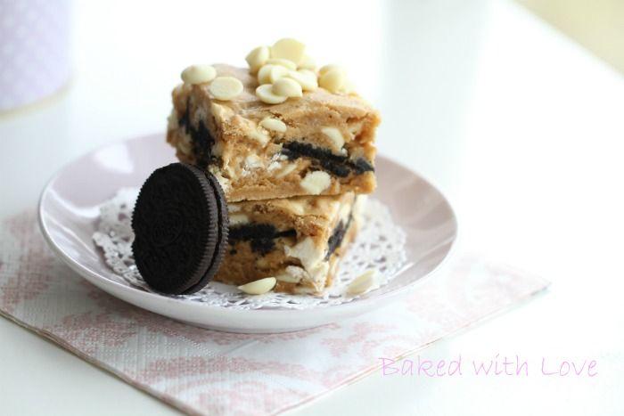 Cookies and cream blondie