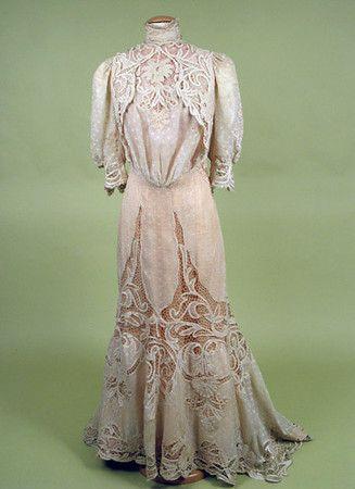 Cotton & Lace Tea Gown, c. 1905  Session 2 - Lot 672