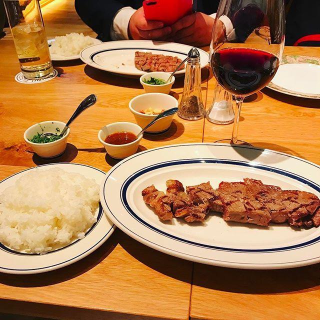やっと研修と入社式終わったーーー月曜に着任 千葉に帰る前に空港でステーキ食ってる #福岡#福岡空港#ステーキ#steak#肉