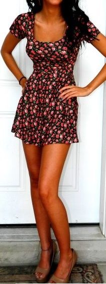 short floral dress- love the dress but its a little to short for my liking and giant bubble butt
