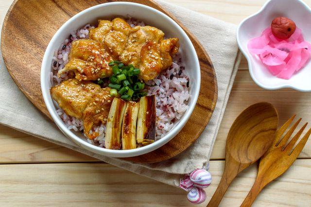 簡単ヘルシー栄養満点一人暮らしにぴったりの鶏を使った丼料理種類