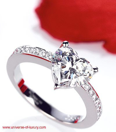 heart diamond ring! THE PERFECT WEDDING RING!!