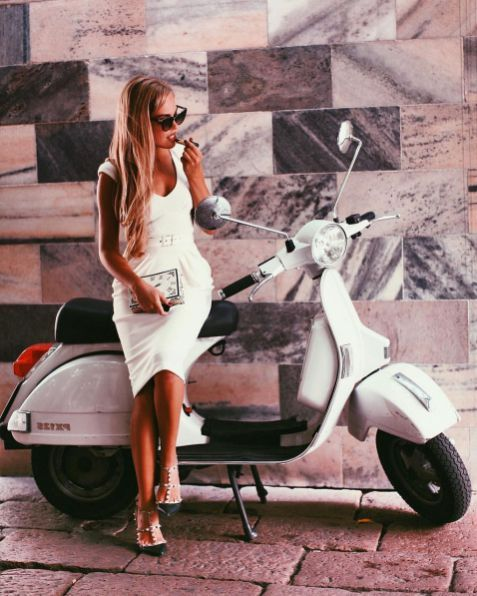 Scooter Girl Vespas 142
