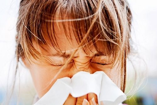 Toux à répétition, éternuements, nez qui démangent et les yeux qui pleurent. Comment soulager naturellement, une rhinite? Rhume de cerveau ou rhume des foins? Rhinite aiguë ou rhinite chronique La rhinite est une inflammation de la muqueuse des narines. Encore faut-il savoir de quelle rhin…