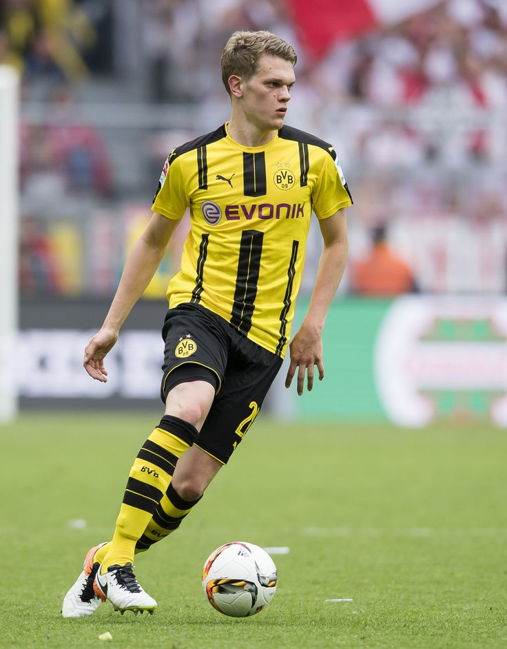 Sven Bender transferred from TSV 1860 München to Borussia Dortmund in summer 2009. He just climb up to a regular player in Dortmund and debuted in the German national team in 2011. Unfortunately Sven was injured during the WM 2014, so he couldn't take a part of the German national Team. EN: http://www.bvbfanshop.com/stores/bvb/en/c/official-jerseys/players/bender-6 DE: https://shop.bvb.de/team/sven-bender?utm_source=Pinterest&utm_medium=Pin&utm_campaign=16920102