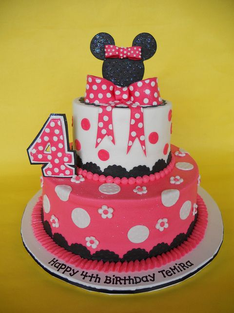 Minnie Mouse Birthday Cake, I like the oreo topper, I'm making them anyway!