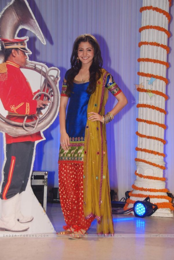 Love Anushka's Patiala suit from Band Bajaa Baraat