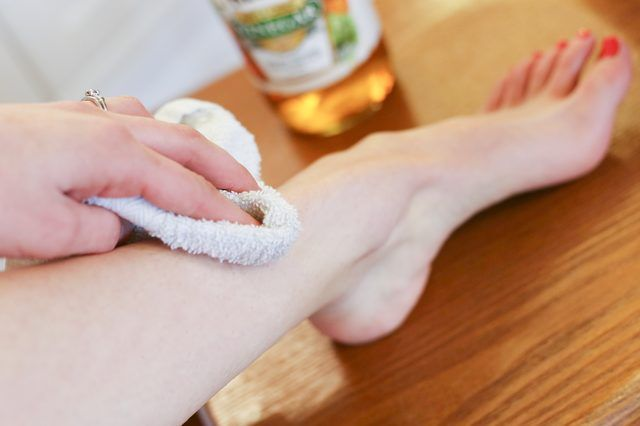 How to Treat Itchy Legs After Shaving