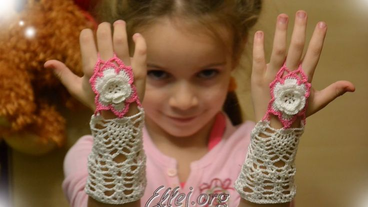 Как связать крючком ажурные митенки на один палец. The fingerless mittens.