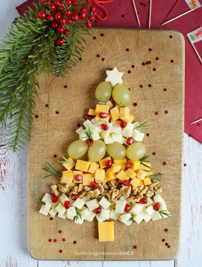 tagliere natalizio di formaggi e frutta