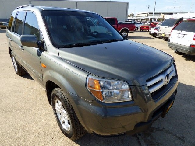 Pilot the Crew! Get the Whole Family Into This 2008 #Honda #Pilot SE #SUV with Leather; Sunroof; 3rd Row & More for Just $5,990! -- http://hertelautogroup.com/2008-Honda-Pilot/Used-SUV/FortWorth-TX/10285819/Details.aspx  #hondapilot #acuramdx #firstcar #toyotahighlander