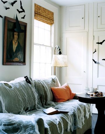 Spooky living room decor for Halloween - love the bats on the walls! Easy to make and no clean up