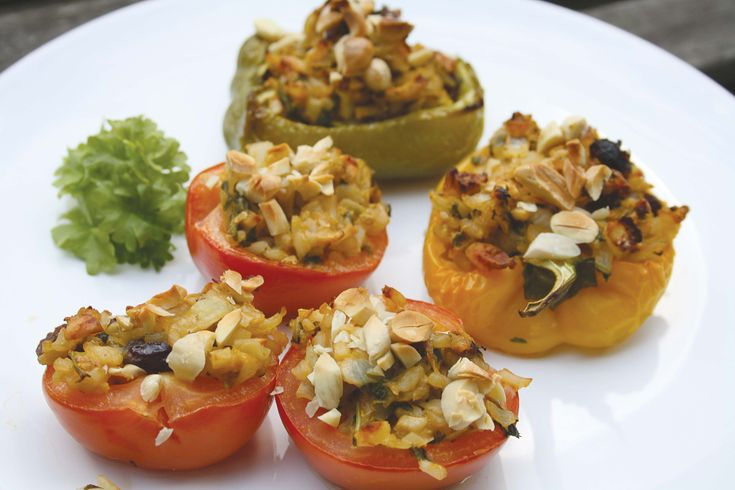 En rigtig lækker ret med mange dejlige grønsager, samt rosiner og mandler.