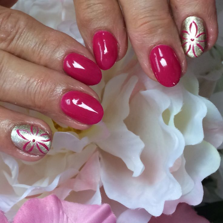 Simple accent #flowernail with Hand & Nail Harmony #polygeloverlay #wokeupthisway and #givemegold infill after 3 weeks
