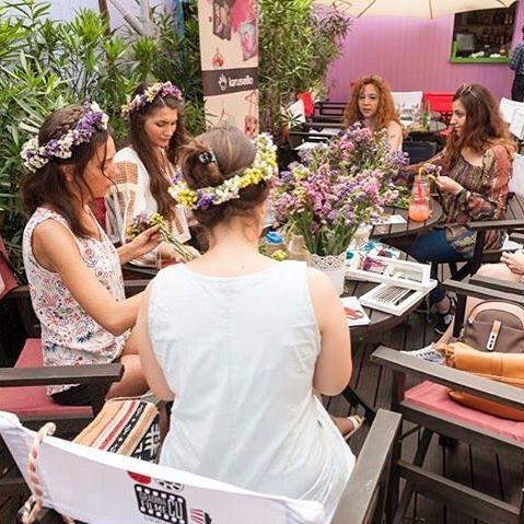 Atelierul de împletit coronițe din flori @IEsc 🌸 #sezatoareaurbana #iesc #creart #bucharest #romania #flowers #atelier #workshop #summer #vara Photo by IEsc