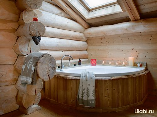 Интерьер дома из оцилиндрованного бревна, ванная комната