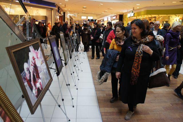 Eskişehir Sanat Derneği'nin 'Yaşam İçerisinde Kadınlarımız' isimli; resim, fotoğraf, şiir, karikatür eserlerinden oluşan 40. Karma sergisi Espark Alışveriş Merkezi'nde ziyaretçilerin beğenisine sunuldu.  Espark Alışveriş Merkezi Müdürü Gökay Uzar, Eskişehir Sanat Derneği Başkanı Şahabettin Tosuner ve diğer sanatçıların katılımı ile sergi açılışı 24 Şubat Salı günü saat 14:00'da Espark Alışveriş Merkezi'nde gerçekleşti.