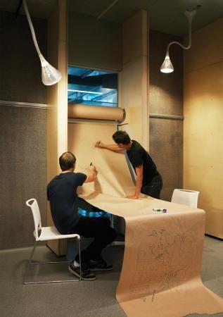 espaiscorporatius 2010 corporate design the academy dans lide un simple rouleau de papier - Corporate Office Design Ideas