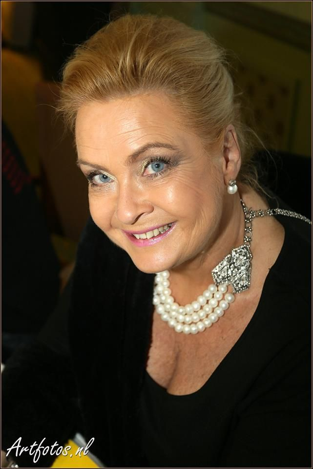 Nanny Verwey-Nielen with BaroQco Artdeco necklace with Precious Pearls