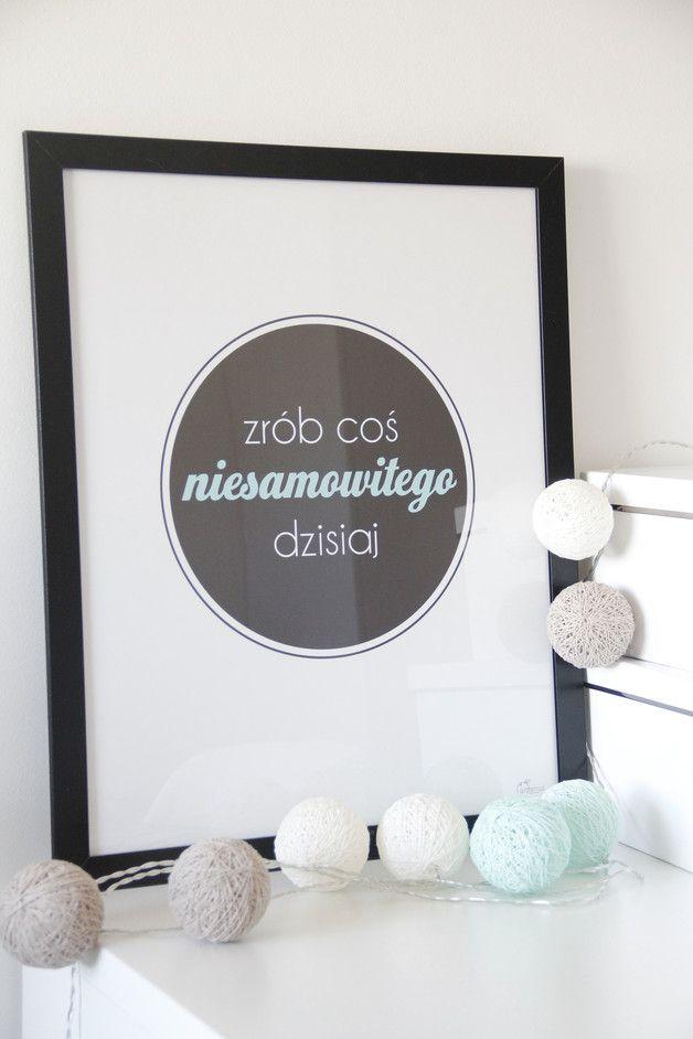 Plakat typograficzny NIESAMOWITE 40x50cm - gumberry - Ozdoby na ścianę