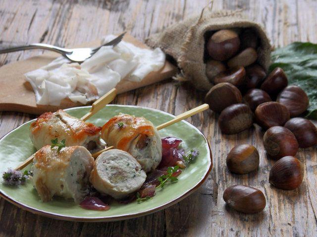 INVOLTINI DI POLLO CON LARDO DI ARNAD E CASTAGNE 1/5 - Con la ricetta semplice e veloce di oggi scoprirete un mondo di sapori nuovi! Il gusto delicato del miglior pollo Fileni incontra la straordinaria sapidità di uno dei prodotti più rinomati della Val d'Aosta: il lardo di Arnad. Gustate questa sfiziosa ricetta durante un pranzo domenicale: il freddo dell'autunno lascerà posto ad una straordinaria primavera di sapori!