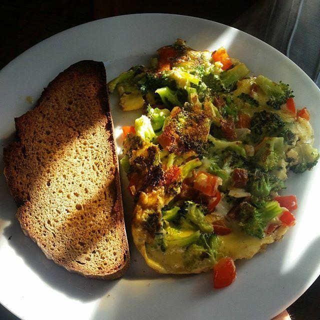 Artsy breakfast shot 📷 Egg veggie scramble with rye toast. ____________________________________________________ [facebook]: Heidi Marie Fit [youtube]: Heidi Marie Fit (link in bio) [snapchat]: heidimarie.92 [twitter]: heidimarie_fit [other IG]: @heidimarie.92 ____________________________________________________ #fitness #motivation #ambition #bestself #bodybuilding #bodybuildingcom #weightlifting #grrrlarmy #grrrlnation#likeagrrrl #grrrl #grrrlclothing #alphalete #gymshark #IIfYM…