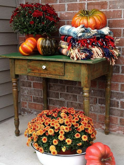 Decorating Around Harvest Gold Bathroom: 25+ Best Ideas About Outside Fall Decorations On Pinterest