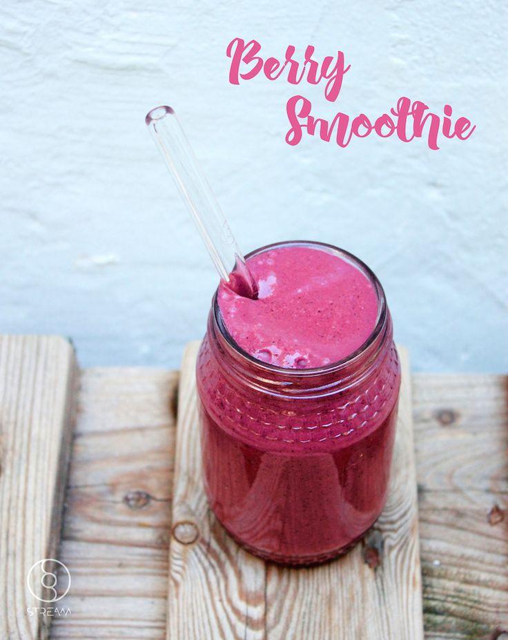 Easy Berry Smoothie // Glass Straw - Stream