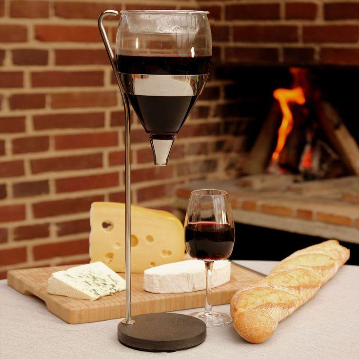 Käse und Wein für einen gemütlichen Abend - Dekanter und Weinkaraffe WINE TOWER aus Edelstahl und Glas