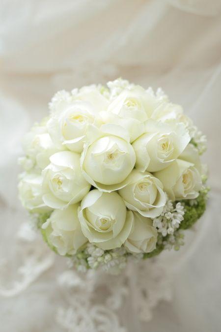 ラウンドブーケ 白バラとライラックとスノーボール ザ・コンチネンタル横浜様へ