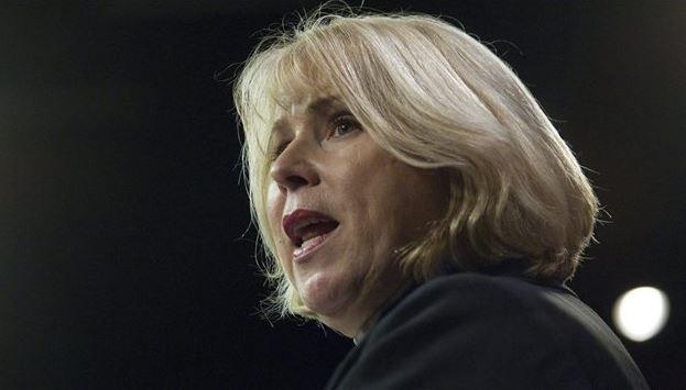 Radio-Canada      16 janvier 2014     L'Ontario veut interdire la cigarette sur les terrasses.     La ministre ontarienne de la Santé, Deb Matthews, affirme qu'elle compte présenter, le mois prochain, un projet de loi pour interdire le tabac sur les terrasses des restaurants.