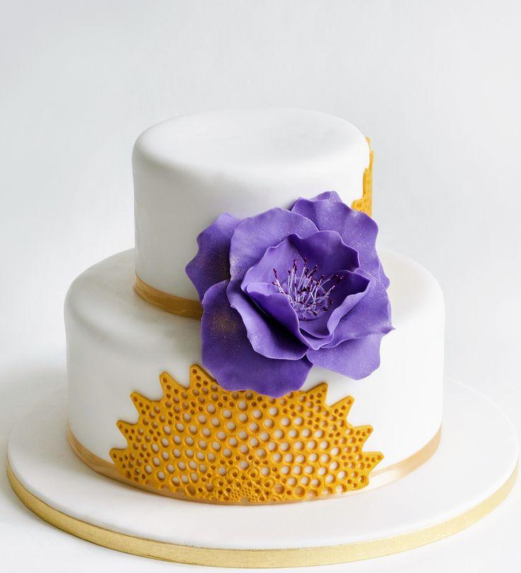 Un model de tort de nunta simplu, dar de efect.