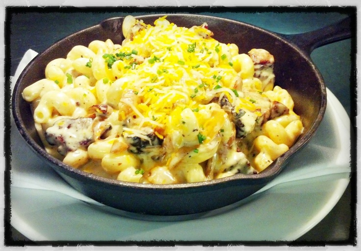 Smoked beef brisket mac & cheese w/ caramelized onions, mushrooms ...