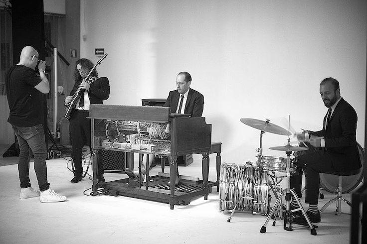 Making of ensaio #hammondgrooves com #master @gustavoarrais #foto: @deborahmaxx #organtrio #jazzorgan #jazztrio #souljazz #música #hammondb3 #guitar #drums #hammondorgan #guitarra #bateria #lesliespeaker #pedals #jazz #ハモンドオルガン #blues #jazzb #vejasp #jazzb #casamigas #fitness #travel #organico #jazz #organjazz #saopaulosao #centrodesaopaulo #sampacity #saopaulocity