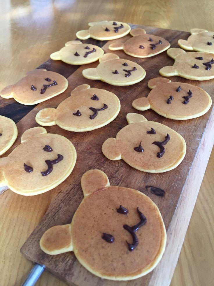クマ好きの子供の離乳食 人参きな粉のホットケーキ