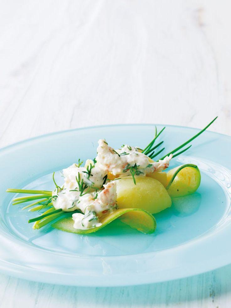 En nykreeret skaldyrssalat, som gør smagsløgene yderst tilfredse. Vi udgår i denne opskrift fra en god færdigkøbt mayonnaise, men er du mere seriøs end som så, laver du selvfølgelig din egen.