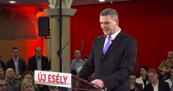 Egyre+többen+gondolják,+hogy+Botka+Szegeden+nem+csak+fejlesztésekről+szóló+megállapodást+írt+alá+Orbán+látogatásakor,+hanem+a+baloldal+elpusztítását+is+magára+vállalta.+Tegnap+beszéde+totálisan+hiteltelenné+tette+az+MSZP+miniszterelnök-jelöltjét,+aki+valamilyen+rejtélyes+belháborút+kezdett+saját…