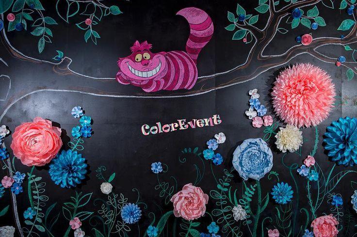 Фотозона Алиса в стране чудес, отрисованная меловая доска с бумажными цветами. Размер 300х500 Организатор: @wedding_agency_smiths Декор: @color_event #paperdesign #weddingagency #giantpaperflowers #мода #paperflowerwall #color_event #бумажныецветы #backdrop #weddingbackdrop #фотозона #цветыизбумаги #fashiondecor #eventdesign #fashiondecor #paperflowerbackdrop #flowerwall #paperdesign #flowerbackdrop #presswall #giantflowers #giantpaperflowers #большиецветы #алисавстранечудес