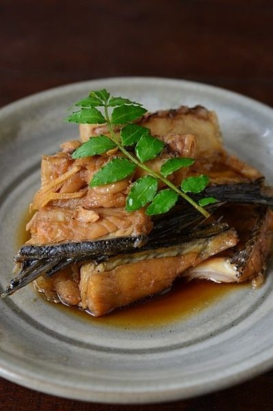 簡単にできるスズキのレシピ 絶品ムニエルから和食まで基本の5品|cuta ... 2、スズキの煮付け:強めの中火で一気に煮る!時短料理
