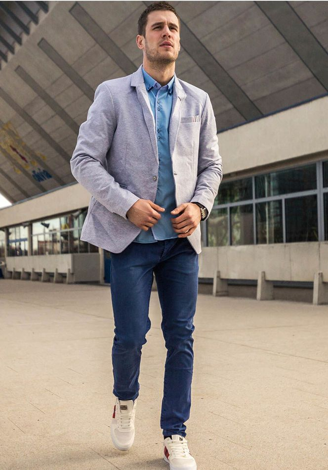 Original Bolf outfit in Italian style. This shirt has a beautiful sky blue colour and is matched with stylish chino trousers. Add a cotton blazer and trainers and get a nonchalant look.