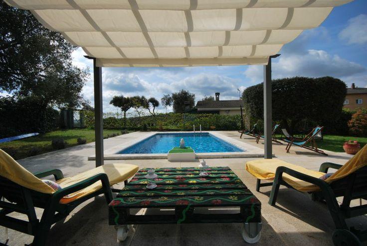 Villa mit privatem Pool, Garage, Garten und Terrassen in ruhiger Umgebung