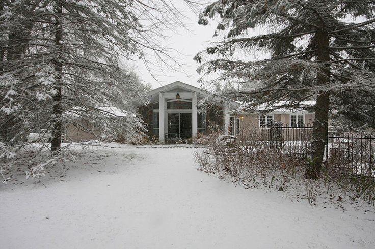3+1 executive bungalow in prestigious Gormley neighbourhood - 1 Ruth Court, Gormley, Ontario L0H 1G0