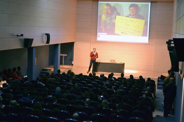 Durante la Jornada de presentación de Foxize Alicante en Club Información, hablando sobre Neuromarketing y Conducta del Consumidor