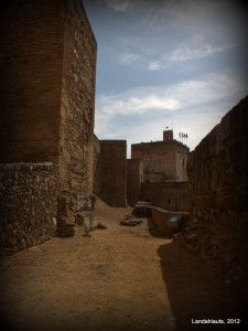Camino de Ronda de la Alcazaba - Espacio del mes de abril en la Alhambra