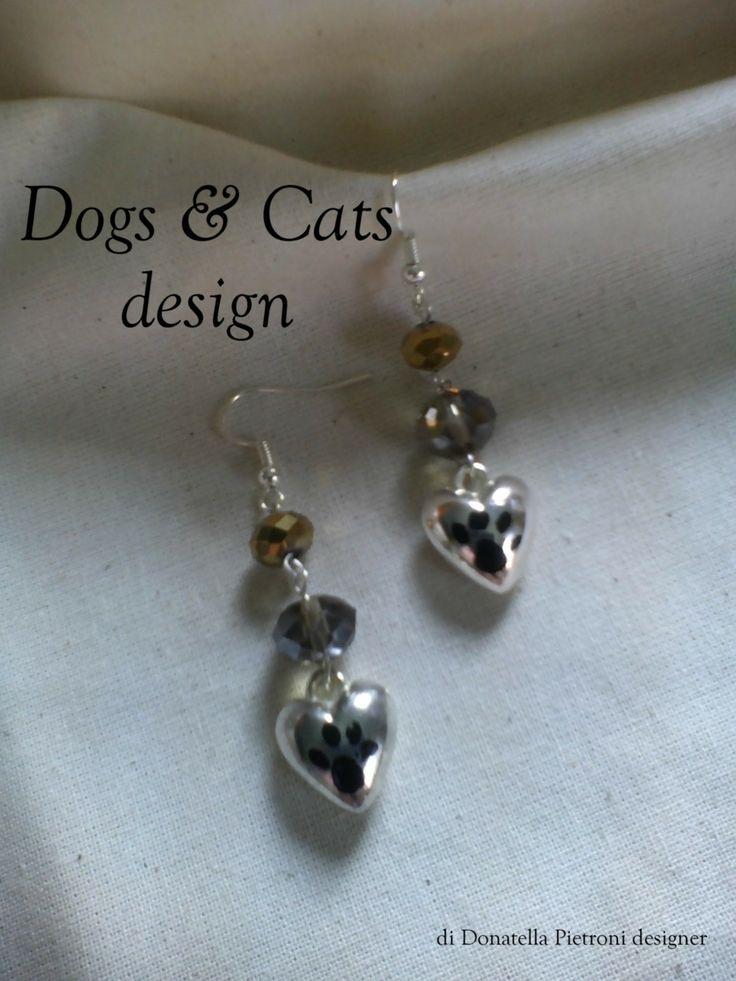 14210 - Orecchini con perle di vetro sfaccettato oro e argento. Ciondolo cuore con impronta. Pezzo unico. Dogs & Cats design di Donatella Pietroni designer