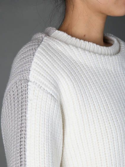 Ivory & grey// sweater colorblocking//