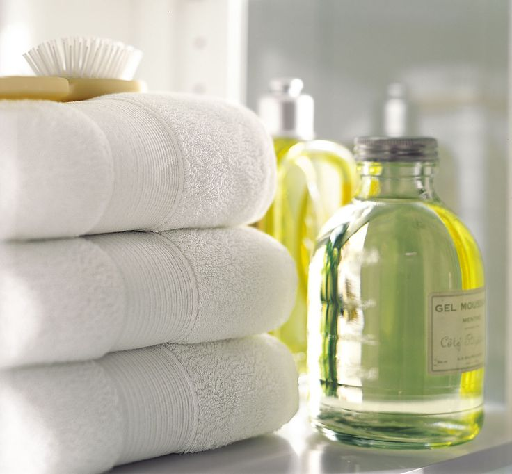 Best 25 White Towels Ideas On Pinterest Bathroom Towels Towel Display And Yellow Gray Bathrooms