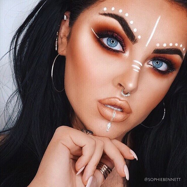 NO CHELLA✖   ______________________________________________  Coachella may be over but the festival season is just beginning kicking things off with this subtle look! Green eyed girls this is look is  on you!  __________________________________________  Inspo: Insanely ta