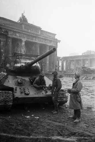 T-34-85 and crew . Berlin, May 1945. Note the spring metal bed with mesh welded to the body of the tank to protect it from the Panzerfaust grenades